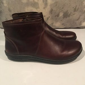 ALMOST BRAND NEW BIRKENSTOCK BROWN BOOTS SIZE 41